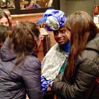 León: el Rey Baltasar entrega sus regalos a los niños y niñas de la ciudad